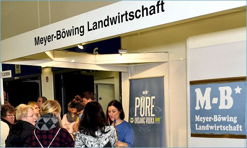 :: am Messestand ::